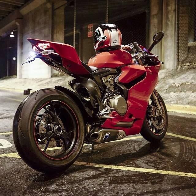 17 best images about motos on pinterest grand prix ducati 916 and ducati. Black Bedroom Furniture Sets. Home Design Ideas