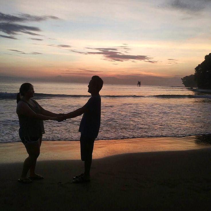 Menjadi saksi kita berdua  Pantainya sangat bersih dengan deburan ombak yang lebih besar. Pantai Batukaras sangat cocok untuk berselancar. Jangan khawatir biarpun ombak besar ternyata konsisi pantainya dangkal dan datar. Perpaduan yang cantik dan harmonis dengan air yang tenang dan gelombang laut yang menantang.  #batukaras #pangandaran #indonesia #love #story #beach #sunrise #goodmorning #selamatpagi #westjava #java #good #wonderful