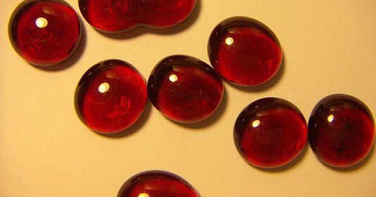 ¿Cuál es la función del plasma sanguíneo?. El plasma es el componente líquido de la sangre que se ocupa de trasladar los glóbulos que se encuentran en ella (componentes celulares de la sangre) y, además, es el sistema que transporta varios elementos desde y hacia las células.