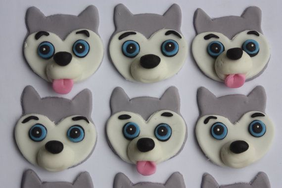 This set is a must for the husky lover in your life. They are a cupcakes best friend with all of the cute little details.  These toppers measure approximately 1 1/2 to 2 inches.  This set includes:  12 grey huskies (color can be changed for other husky color combos just let me know)  Order Lead Time - I recommend ordering 3 weeks in advance of your event, but can often fulfill orders with less lead time. Please feel free to convo me.  In your note to seller, please inform me of the…