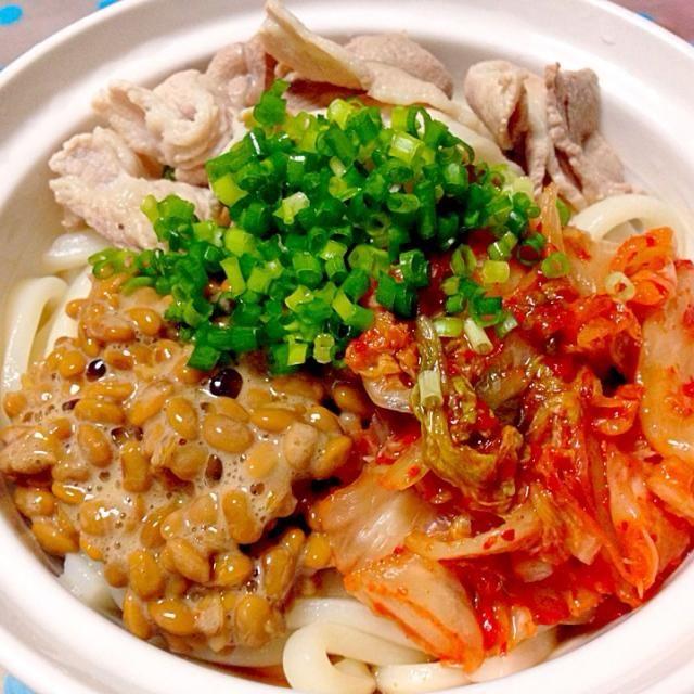 冷やしうどんシリーズ(^-^)/めんつゆとキムチでしっかり味ですボリュームもあって満足感◎ - 72件のもぐもぐ - 冷やし豚キムチ納豆うどん by micciewaori