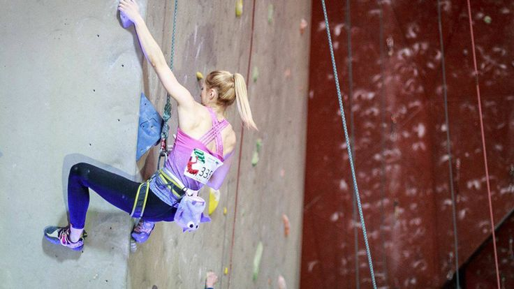 Klaudia Buczek climbing with Violet Chalk Bat Chalk Bag by Craftic Climbing