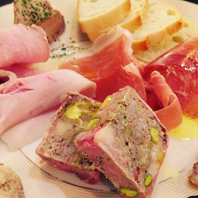 前菜盛り合わせ‼️肉肉肉❣️どれも美味しかったよ〜〜 #カルネトライブ#門前仲町 #肉バル #東京 #日本 #tokyo #japan #meat #肉#前菜#happylife #happyfood #delicious #美味しい#グルメ#肉料理#生ハム