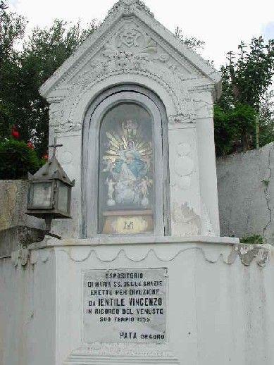 http://www.sangiovannidigerace.com/centro_storico/nicchia_.JPG