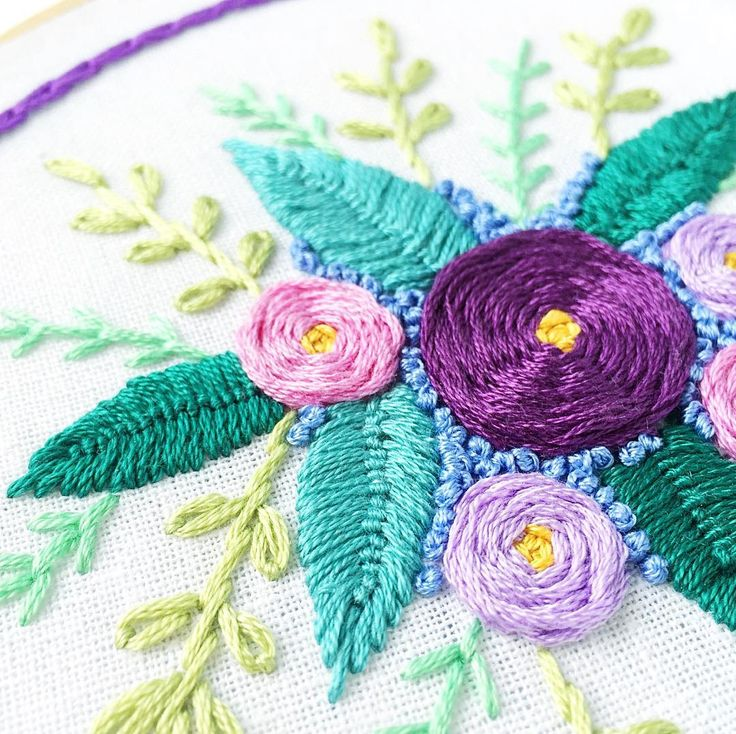 want to learn how to stitch florals like this?  take my class to find out how! link in bio