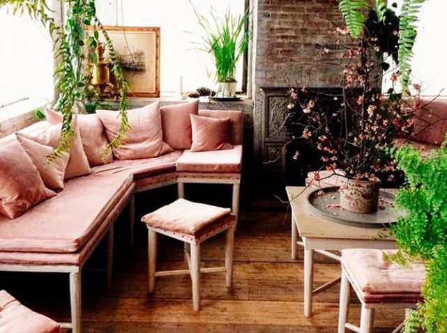 canape en velours rose d co vintage pinterest canap en velours velours rose et velours. Black Bedroom Furniture Sets. Home Design Ideas