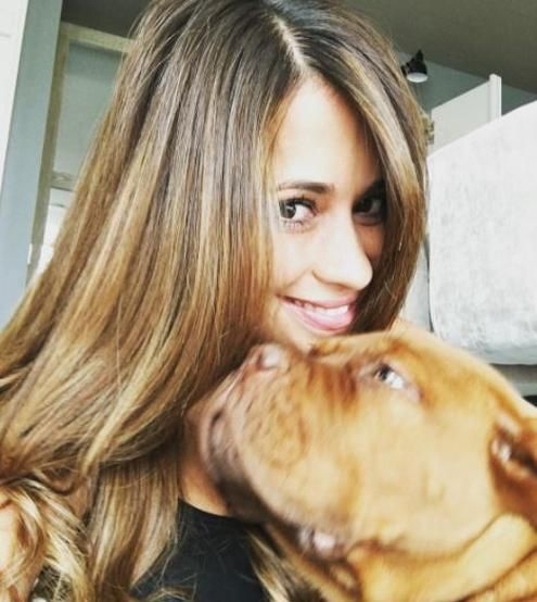 Antonella, la futura esposa de Leo Messi, con 'Hulk'