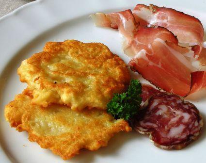 Tortel di patate, ricetta della Val di Non con prodotti tipici del Trentino - APT Val di Non