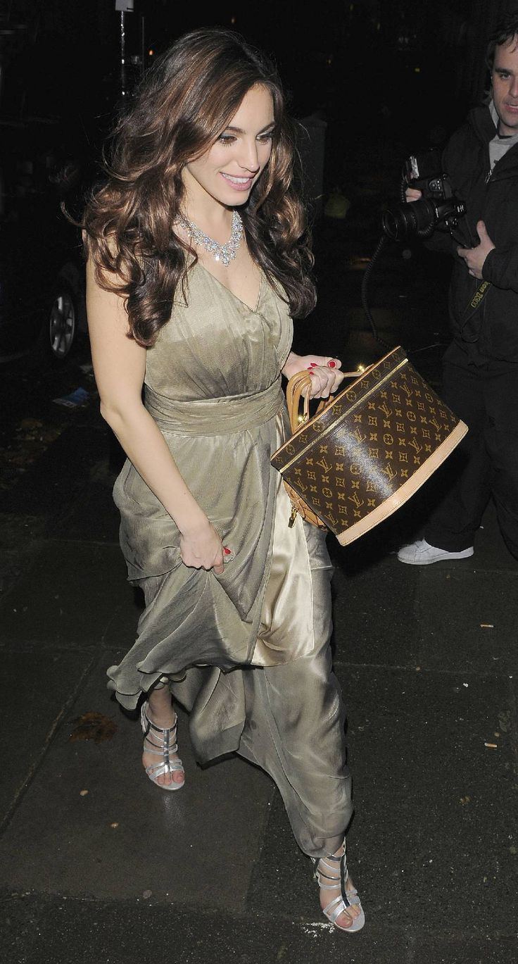 ADORE this look/pic of Kelly Brook & her Louis Vuitton case