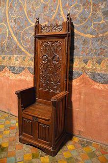 Mobilier médiéval cathèdre du palais des papes d'Avignon  —l Wikipédia