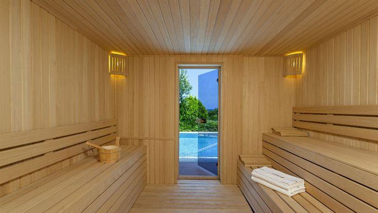 Элегантные и изящно оформленные #виллы Miami, Dubai & St. Tropez располагаются непосредственно на берегу Средиземного моря на территории площадью 550 м², с #собственным садом, плавательным бассейном, оборудованной кухней, гостиной со столовой, 4 спальнями (главная спальня с джакузи), 1 маленькой спальней и индивидуальным #шатром на пляже. Для #комфортного отдыха всей семьи мы оборудовали каждую из этих вилл #приватной сауной. Услуги #дворецкого предоставляются бесплатно.