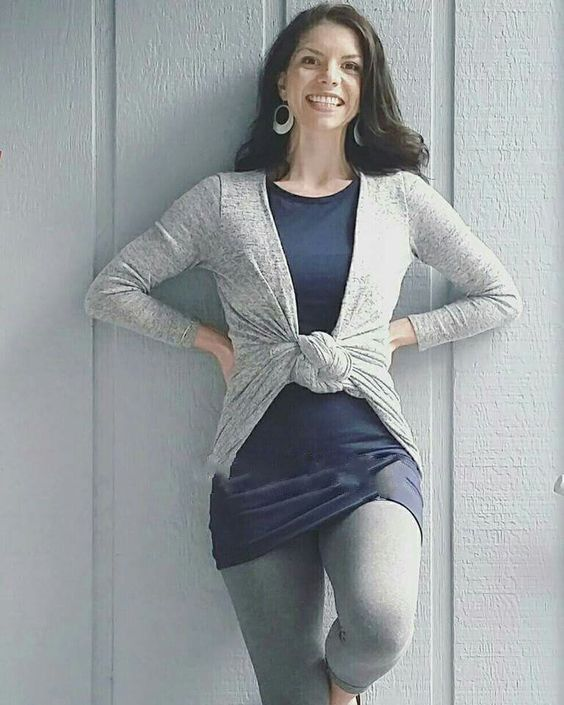 LuLaRoe Sarah Style Hack. Tie downward 3 times. Flip the ends up & secure. Styled with LuLaRoe Julia & LuLaRoe Leggings.