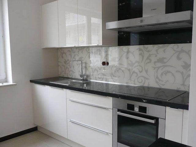 Zamiast płytek można w kuchni zamocować panele szklane   -> Kuchnia Plytki Szklane