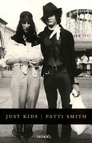 C'était l'été où Coltrane est mort, l'été de l'amour et des émeutes, l'été où une rencontre fortuite à Brooklyn a guidé deux jeunes gens sur la voie de l'art, de la ténacité et de l'apprentissage. Patti Smith deviendrait poète et performeuse, et Robert Mapplethorpe, au style très provocateur, se...