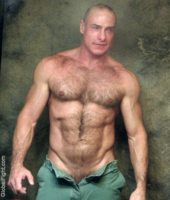 Love the hairy daddy muscle naked