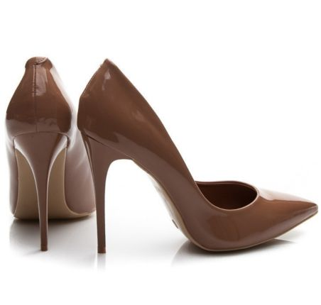 Sposób na bolące stopy w szpilkach, porady, szpilki, buty na obcasie, szpilki na wiosnę