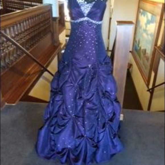 Prom dress bejeweled purple party BE A PRINCESS WITH THIS ONE! IT IS BEAUTIFUL PURPLE WITH BEADED BODICE! LACE UP BACK, PUCKERED SKIRT TO THE FLOOR!! PURPLE IS THE COLOR OF ROYALTY!!! WHOM EVER PUTS THIS ON WILL LOOK BEAUTIFUL IN THIS DRESS! WAS $400 NEW; ONLY WORN ONCE, SELLING NOW FOR ONLY $130 SIZE 6, SAVE MOM AND DAD A FEW BUCKS AND BUY LIKE NEW FOR LESS!! PROM IS NEXT MONTH! BUY IT NOW!! IT WILL NOT LAST LONG NAME BRAND FLIRT!!! AND REMEMBER!! PURPLE - PURPLE- PURPLE - PURPLE - PURPLE…
