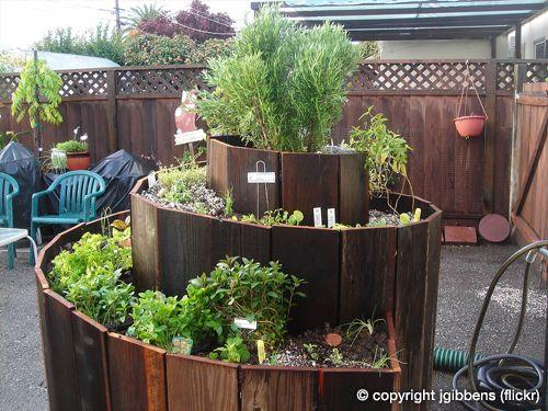 Idéias de Permacultura: Uma coleção de belos e cuidadosamente pensados espirais de ervas / Permaculture Ideas: A Collection of Beautiful and Thoughtfully-Made Herb Spirals