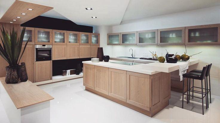 Drewniane meble zarezerwowane tylko dla kuchni w stylu klasycznym? Zdecydowanie nie! Drewno jest jednym z najszlachetniejszych i najbardziej uniwersalnych surowców który świetnie sprawdza się zarówno w klasycznych jak i nowoczesnych aranżacjach. Co więcej materiał ten bardzo ociepla wnętrze nadając mu elegancji i klasyMożemy zdecydować się na całe drewniane fronty bądź tylko blaty - w obu przypadkach na pewno będzie wyglądać świetnie!  Temat zastosowania drewna w kuchni szerzej poruszamy w…