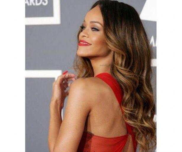 Si te encanta cómo se ve el degradado en el cabello, toma nota http://adrianabetancur.com/#!/sombre-la-nueva-tendencia-en-cabello/