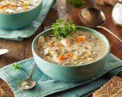 Soupe au riz et aux poireaux : http://www.cuisineaz.com/recettes/soupe-au-riz-et-aux-poireaux-29342.aspx