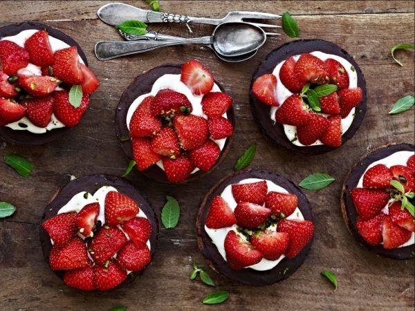 Claus Meyer : Jordbær, jordbær, jordbær... Strawberries, strawberries, strawberries...