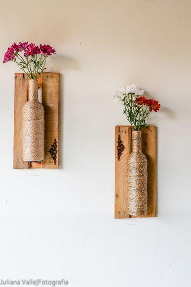 Vasos feitos em garrafas,e com molduras de caixas de feira! Impermeáveis, ótimas para varandas e sacadas! R$ 119,90: