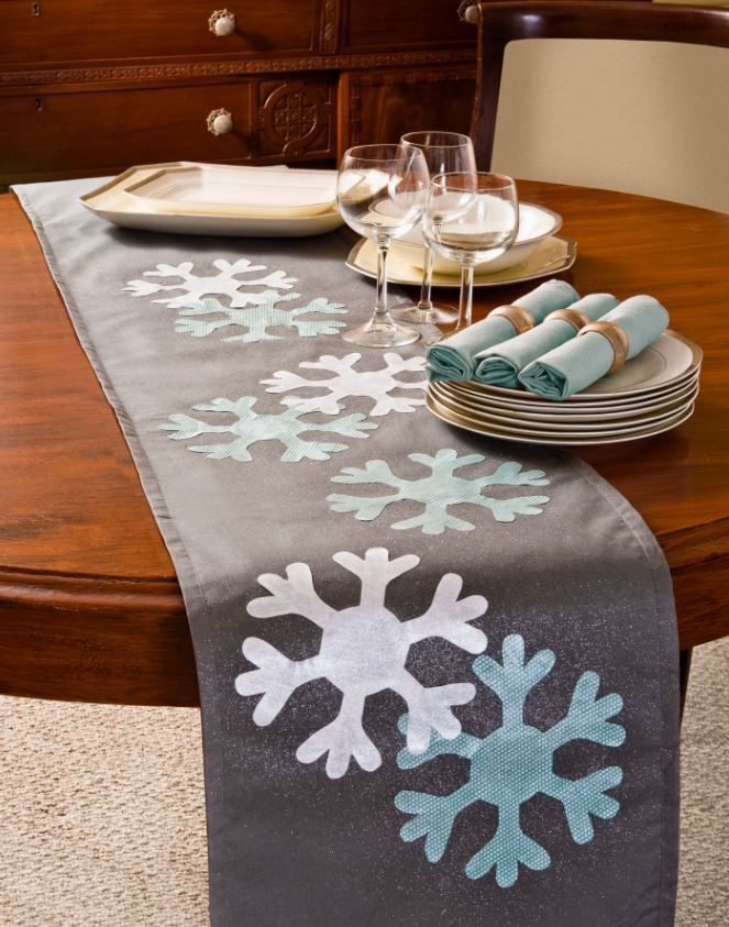 Holiday Table Runner- Created by Amy Anderson. To learn more about the features and capabilities of ScanNCut by Brother™, visit www.ScanNCut.com.