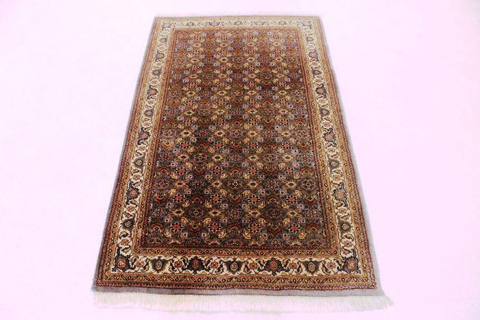 Luxe handgeknoopt oosters tapijt Indo Bidjar Herati 92 x 155 cm gemaakt in India aan het eind van de 20e eeuw zeer goede staat  Aangeboden wordt een met de hand geknoopt Perzisch oosters tapijt. Deze tapijten zijn gemaakt in regio's beroemd om het knopen.Kijkt u alstublieft naar het tapijt met geduld en aandacht. Van elk handgemaakttapijt zijn het ontwerp de schoonheid en kleurenharmonie uniek en daaromeen kunstwerk op zichzelf.Provincie: Indo Bidjar Gemaakt in India Hooglandse wol rond…