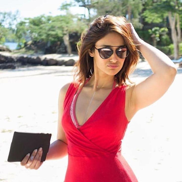 The Gorgeous & Curvy Lady Of Bollywood #Illiana D'Cruz ️