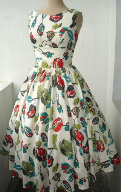 Vintage 50s style dress = dress inspiration. Actually just got a couple patterns this might work with!