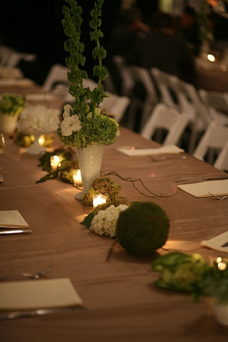 simple setting with #milkglass @theknot