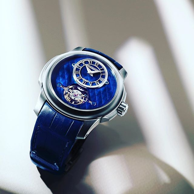 The Tourbillon Oculus 1297 has a beautiful royal blue dial which has been embellished with relief lozenges. (Link in bio) #Tourbillon #Oculus #Bluedial #AteliersdeMonaco #Tourbillon #Oculus  #Blue #Luxury #Luxurylife #Gold #Monaco #Geneva #Exclusive #Billionaire #Lifestyle #Rich #Boys #Formule1 #instawatch #Mens #jewelrygram #photooftheday #Football #FrenchRiviera #Watch #Watchmaker #Sun #Yacht #Race #Masterpiece #Switzerland