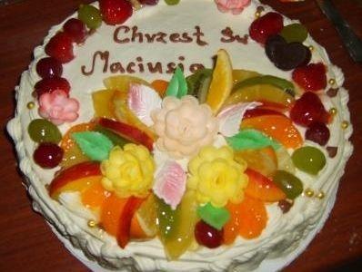 Przepisy na ciasta i desery - Mojeciasto.pl » Tort z z soczystymi owocami lata :)