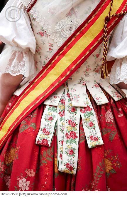 "Fallera"" dress, Valencia,Spain http://www.naranjasibericas.es/"