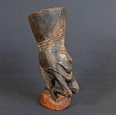 Mortero de nuez de areca con una figura - Sepik - Papúa Nueva Guinea