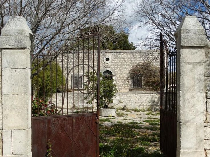 Antique Villa + Farmhouses in immaculate condition surrounded by 23 hectares of uncontaminted land. €0000000