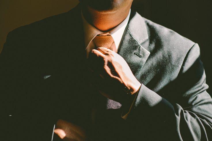 http://Krawat prosto z szafy szpiega. Raz, dwa, trzy – zwis męski ozdobny patrzy!