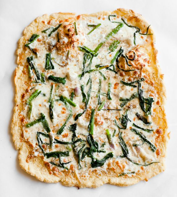 Mints may be warranted afterwards, but don't let that hold you back from trying this fantastic Triple Garlic Pizza. #food #garlic #pizza
