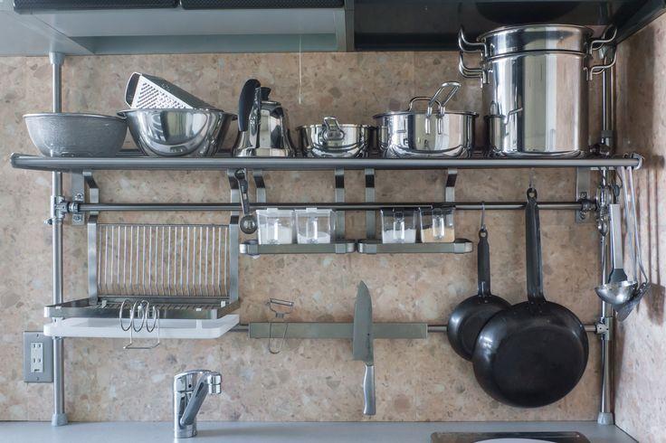 イケアハック: GRUNDTALキッチンラックを壁に固定せずに設置する方法 | Life Design Edit