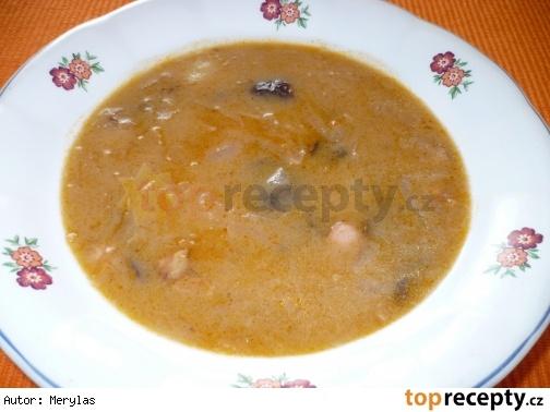 Polévka z kysaného zelí s houbami