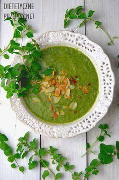 Pyszna i lekka zupa krem z brokułów z dodatkiem szpinaku jest idealnym źródłem wielu witamin i minerałów w tym żelaza. Zupa ma działanie lecznicze, a smakuje przepysznie. Zdrowe jedzenie naprawdę m…
