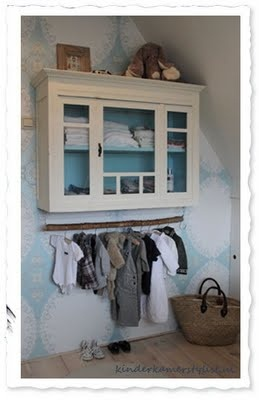 The light blue and white create a relaxing enviroment, perfect for a childs room.