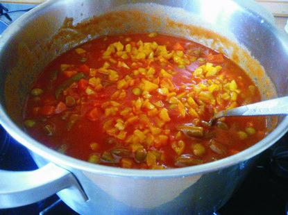 Ryż z warzywami w sosie pomidorowym. - Krok 2