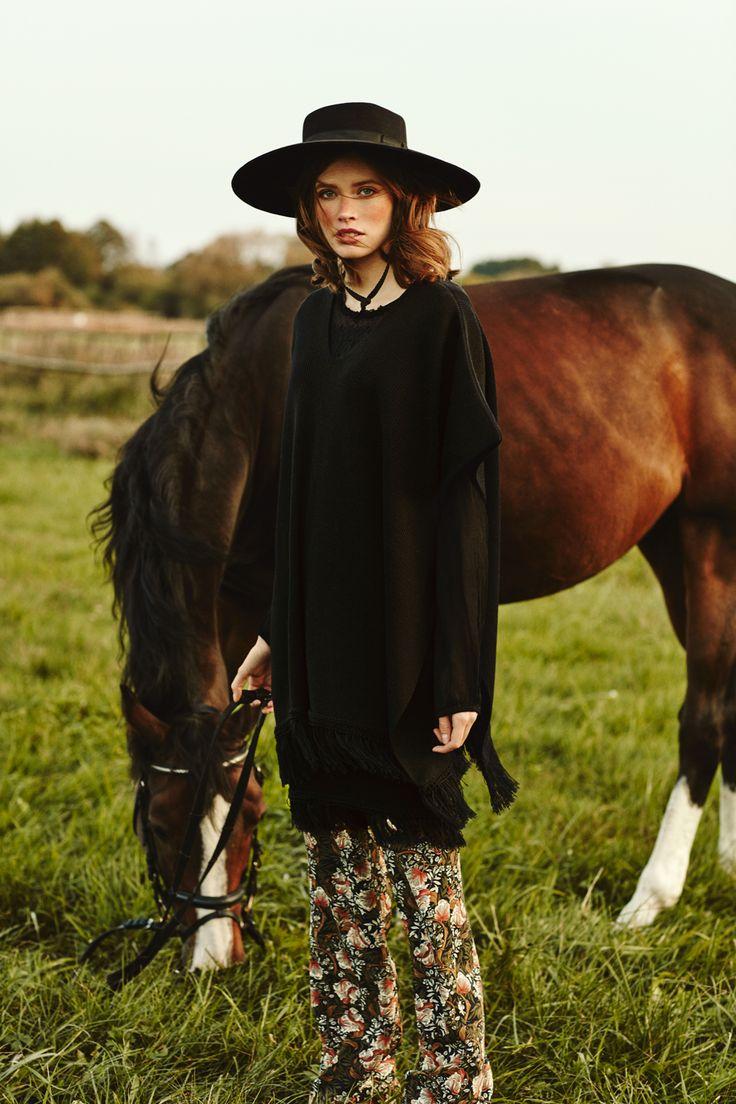 Poncho LA PAMPA ARGENTINA, fringed skirt LA AMERICANA from B SIDES LA AMERICANA collection (100% fine merino wool) #bsideshandmade #basiachrabolowska #sustainableknitwear