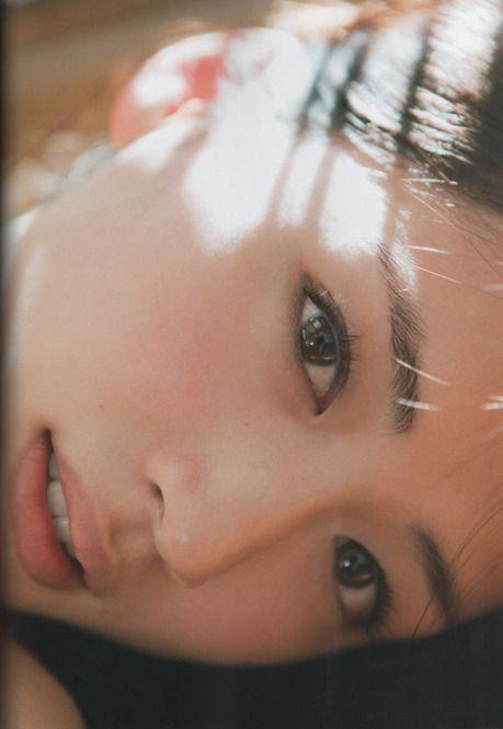 7日に都内某所で行われた、SKⅡのイベントの肌分析カウンセリングで、実年齢よりマイナス10歳肌と判定された綾瀬はるかさん。難しいことは一切していないという、彼女の美肌キープの習慣とは?