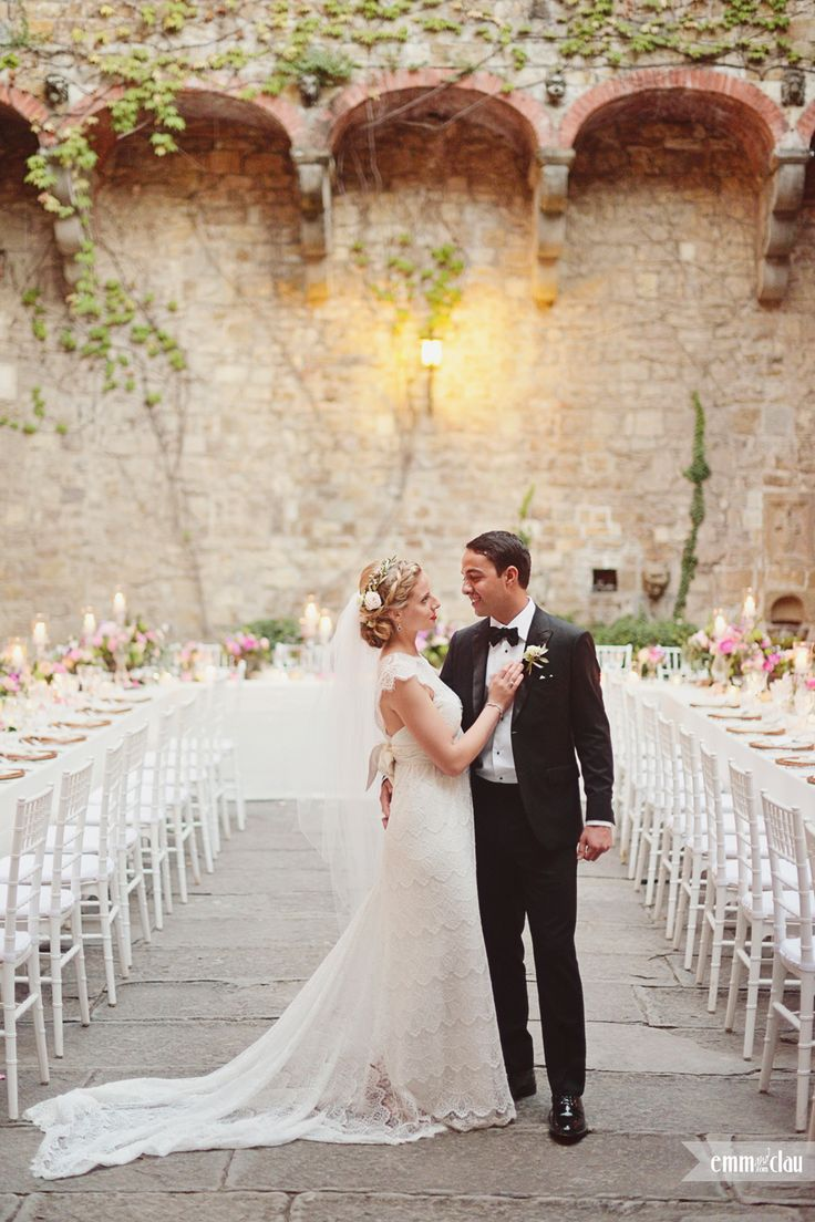 Destination wedding in Italy, Tuscany, Florence Wedding Dress by Anna Campbell Lovely bride in Tuscany Wedding at the Castle (Castello di Vincigliata Firenze)  Romantic wedding in Tuscany Big flower wedding bouquet Lace wedding dress Outdoor castle wedding