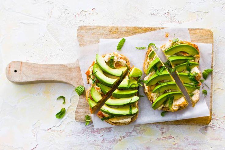 Pikante hummus met romige avocado en als finishing touch: frisse munt - Recept - Allerhande