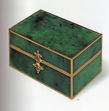 Fabergé Jade Box – A 8.4cm long box with gold frames and two closures with two sapphire cabochons. The box was purchased on December 1911 by Countess Hatzfeld, born Claire Huntington, at the Fabergé's subsidiary in London (A la Vieille Russie New York.