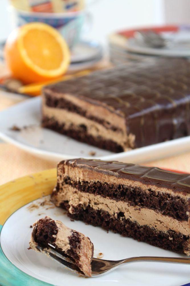 xxl Yes-Torte mit Orange, Vanille und Muskat im Kakao-Biskuit gefüllt mit Butter-Milch-Schokoladen-Creme und Schokoladen-Ganache - Karamellsoße oder Milchschokolade als Garnitur - sugarprincess-juschka.blogspot.de/2016/01/yes-torte-calendar-of-ingredients-im.html